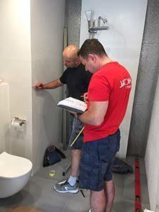 pomiar kabiny prysznicowej u klienta